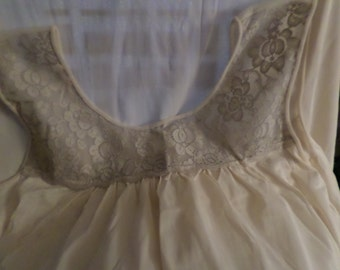 e1b5774ec9f81 Lingerie Lorraine nighty Nightgown size Large woman s Vintage Rn 3442 cold  light peach 38