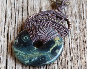 macrame necklace with Nebulastein in dark brown and olive, gipsy necklace, tribal
