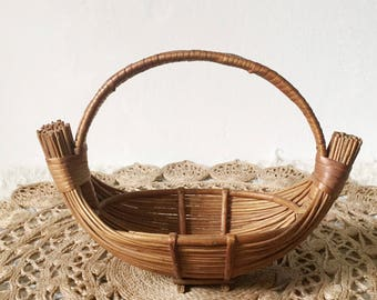 Vintage basket or fruit bowl, beautiful vintage bamboo or willow basket