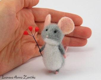 Tiny  mouse Needle Felted Animal Felt toy mini needle felted mouse miniature mouse felt mouse mouse for dollhouse needle felted mice