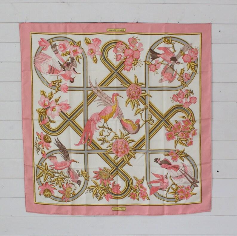 05ad7babaae Authentique HERMES foulard 100 % soie Caraibes rose crème