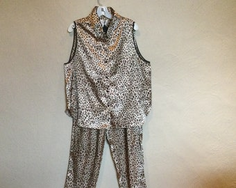 Near mint Silky polyester size M full pajama set with extra long pajama top.Kathryn label Vintage long top pajama top long pajama bottoms