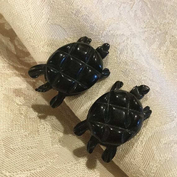 BAKELITE TURTLE EARRINGs / Black Carved Bakelite T