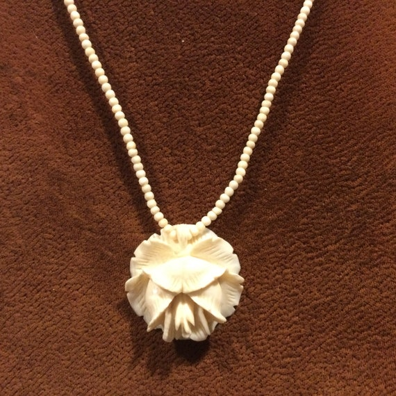 1920s Carved Celluloid Flower Pendant & Bead Neckl