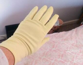 Lovely Ladies Everyday Gloves ~ Cream