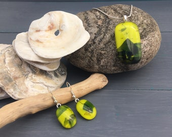 Lime green fused glass jewellery set, Tropical summer necklace and earrings, green necklace and earrings, green jewellery, lime pendant
