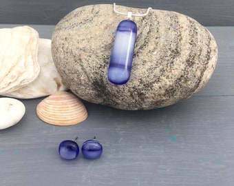 Ocean fused glass jewellery Set. Royal blue and cloud white glass drop pendant necklace and earrings, rectangle, blue beach jewellery