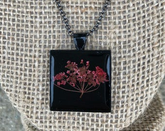 Red Queen Anne's lace necklace