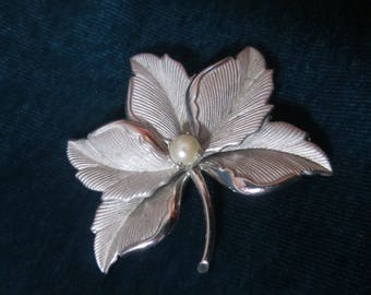 White Gold MAPLE LEAF Brooch Pin  Sweetgum Leaves, 5-Pointed Leaf  Gold Filled, Pearl Accent