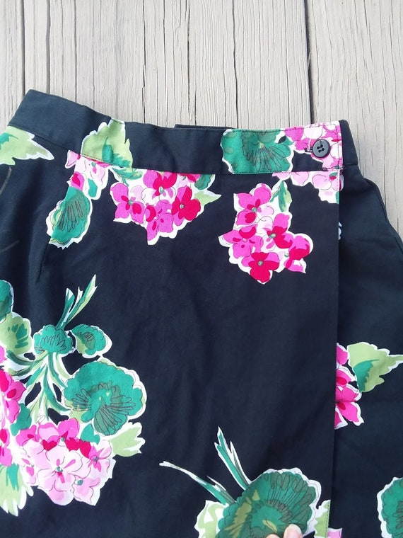 Green 90/'s Skort Small Black Pink Geranium Floral with Black Background Briggs Wrap Style Skirt with Shorts 1990s Vintage