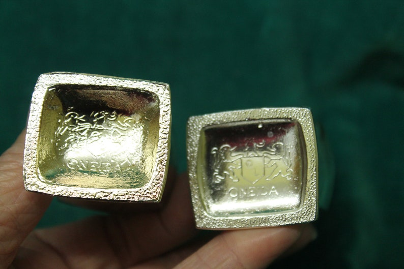 Oneida Silverplate Chippendale Salt /& Pepper Shakers #8663 silver plate table accessory fine dining