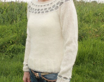 Feminine knit sweater made of unspun icelandic wool, MADE TO ORDER.