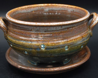 Carved Berry Bowl with Dish