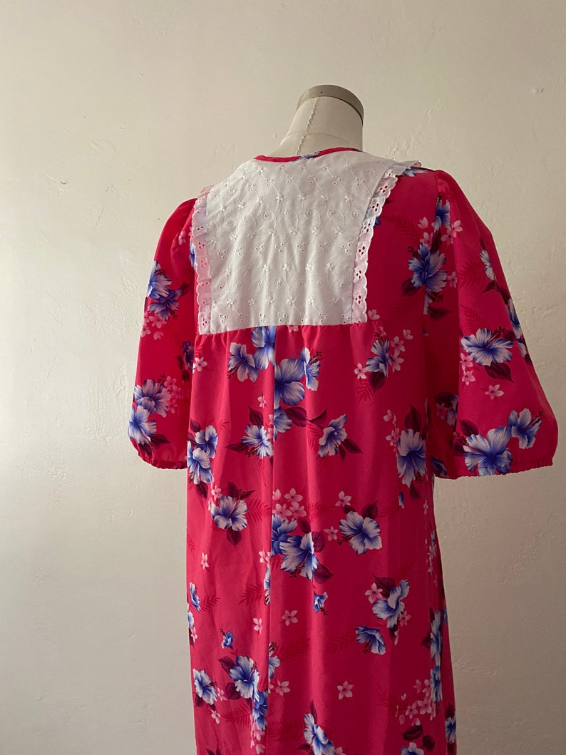 Vintage 70s Hawaiian MumuKaftan with Eyelet Bib Dress with Flutter Sleeves and Keyhole; 70s Hawaiian Floral Print Maxi Dress with Hibiscus