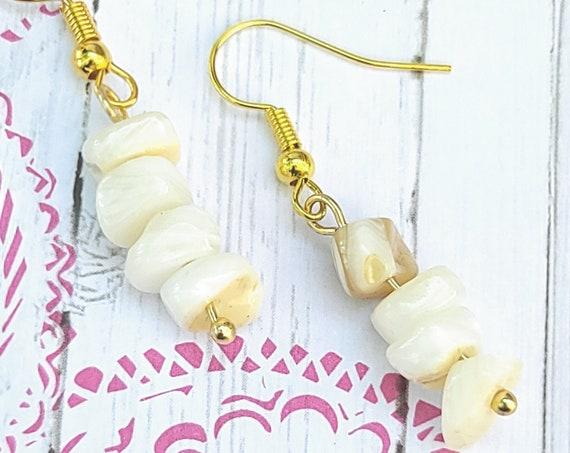 Mother of Pearls shell chips dangle drop earrings. Cool earrings. Seashell jewelry. Bohemian jewelry. Shell earrings. Beach jewelry