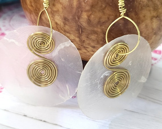 Capiz shell earrings | sea shell earrings | resin Earrings | Boho Hippie Earrings | Big round earrings | Rustic earrings