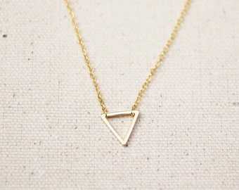 Tiny Gold Triangle Necklace / Small Triangle Necklace / Floating Triangle /  Dainty Geometric Layering Necklace / Birthday, Bridesmaid Gift