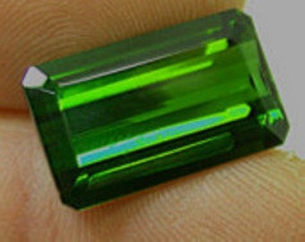 VINTAGE GREEN TOURMALINE emerald cut 14.90 cts