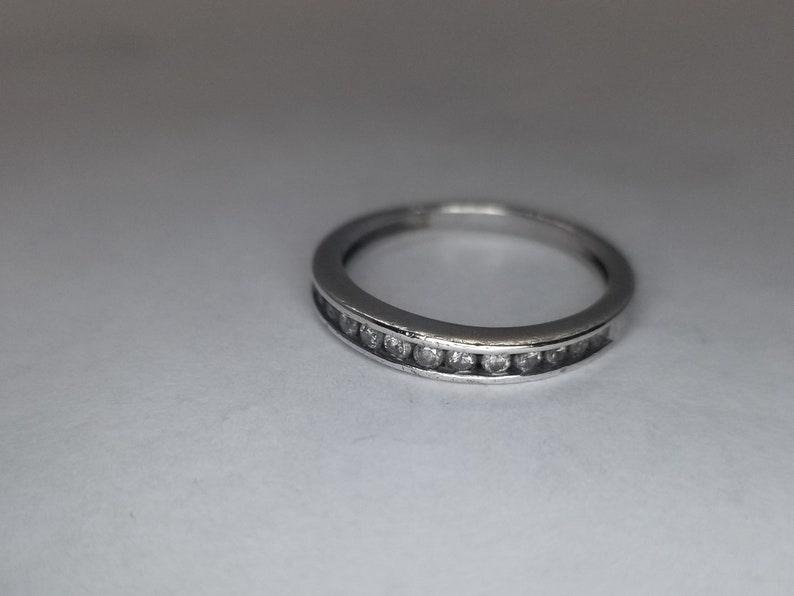 vintage jewelry US size 7 sterling silver jewelry Gorgeous sterling silver stack-able ring with a diamond accent