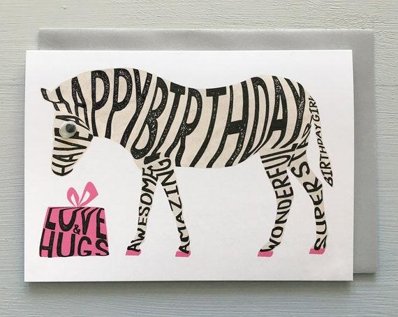 Carte Anniversaire Zebre.Zebre Anniversaire Typographique Carte D Anniversaire Carte Zebre De Message De La Jeune Fille Zebre Avec Cadeau D Amour Et De Calins Blanc A
