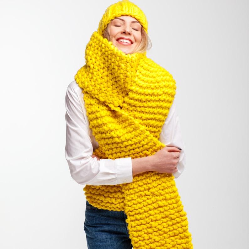 0d8861f0826 Tricot écharpe en laine mérinos de lhiver. Grosse écharpe