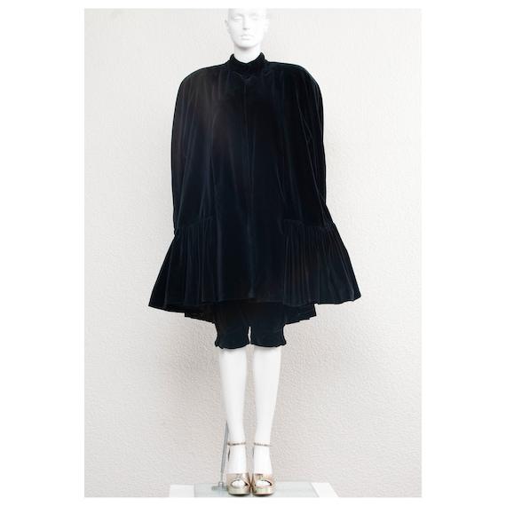 Rare vintage 1970s black velvet oversized cape FO… - image 2