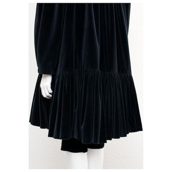 Rare vintage 1970s black velvet oversized cape FO… - image 7