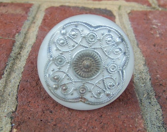 Off White, Round, Resin Knob/Drawer Pull with Filigree Design