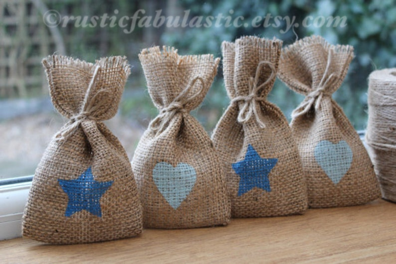 3.5 x 6 Small Rustic Hessian Burlap Baby Boy Baby Shower Party Gift Favour Bags Pouches With Pastel Blue Hearts /& Bright Stars W9 x H15cm