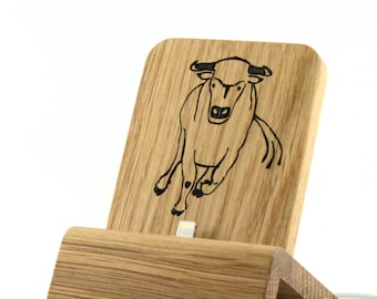 iPhone Dock (Oak - Edition Young Bull) for iPhones and Android Phones with/without cases (Lighthing, Micro-USB, USB-C)
