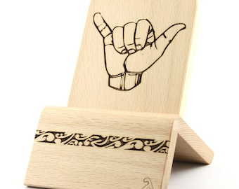 iPhone Dock (Oak - Edition Shaka / Hang Loose) for iPhones and Android Phones with/without cases (Lighthing, Micro-USB, USB-C)