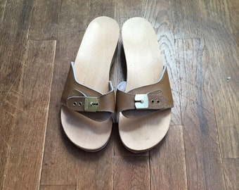 e724b6e205ed0 vintage dr scholls excercise sandals wooden clog mocha brown leather slides  made in italy
