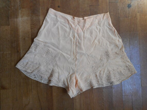vintage 1930s womens peach silk lace side button u