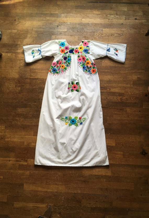 vintage handmade Mexican embroidered floral folk d
