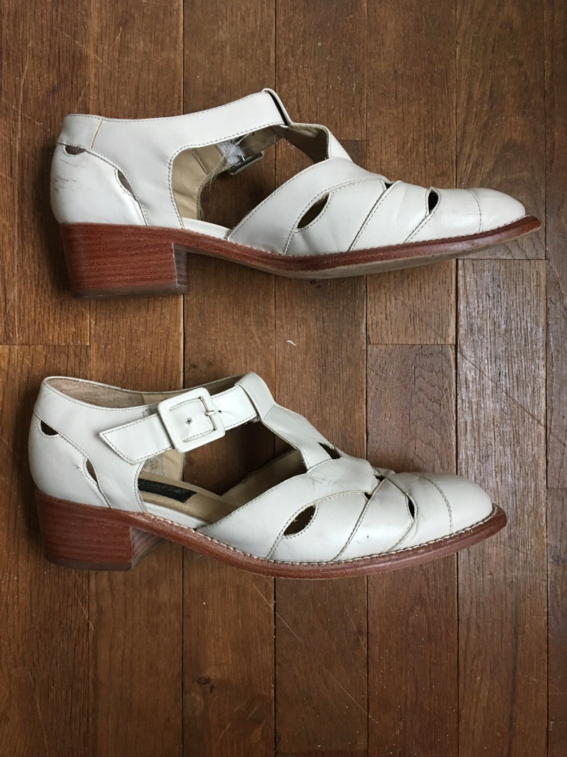 vintage 90s kenneth cole new york 76789 white sand leather cut out t strap side buckle shoes womens size 8 12 M