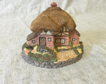 Vintage Olde Englands Classic Cottages Figurine, Country Manor