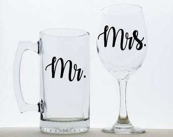Personalized Wedding Glasses. Mr and Mrs Glasses, Couples Glasses, Wedding Decorations, Toasting Glasses, Newlywed Gift, Wedding Gift