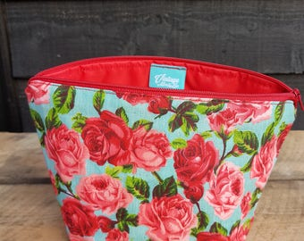 Turquoise & Red Floral Retro Print Makeup Bag