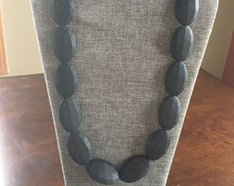 Chic necklace in Black