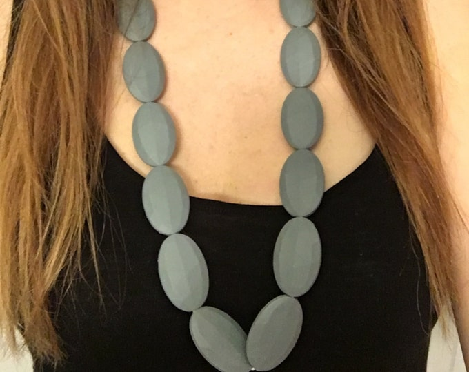 Chic necklace in Grey