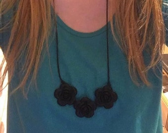 Flora necklace in Black