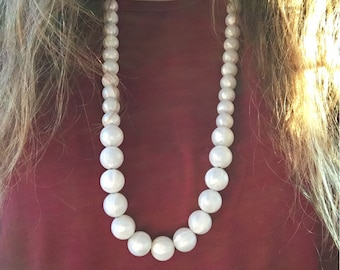Pearlized bead teething necklace