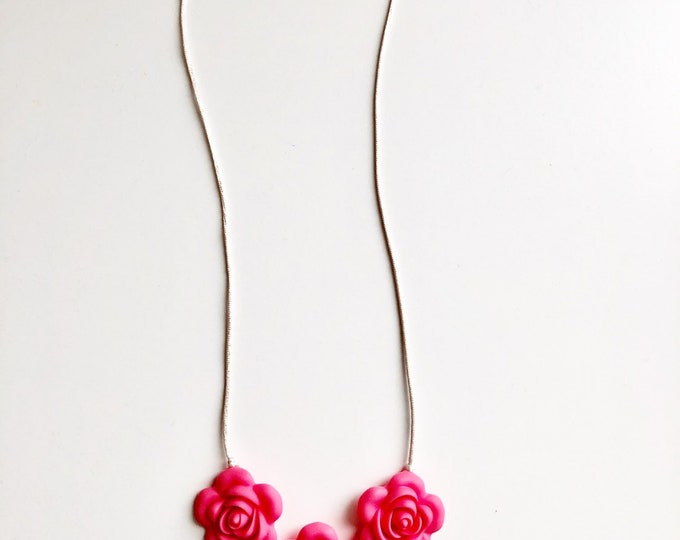 Flora necklace- Coral Pink