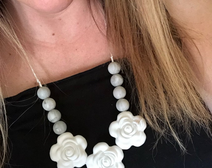Bloom Necklace in White and Marble