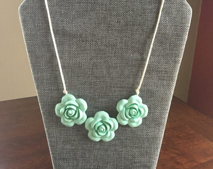 Flora necklace in Mint