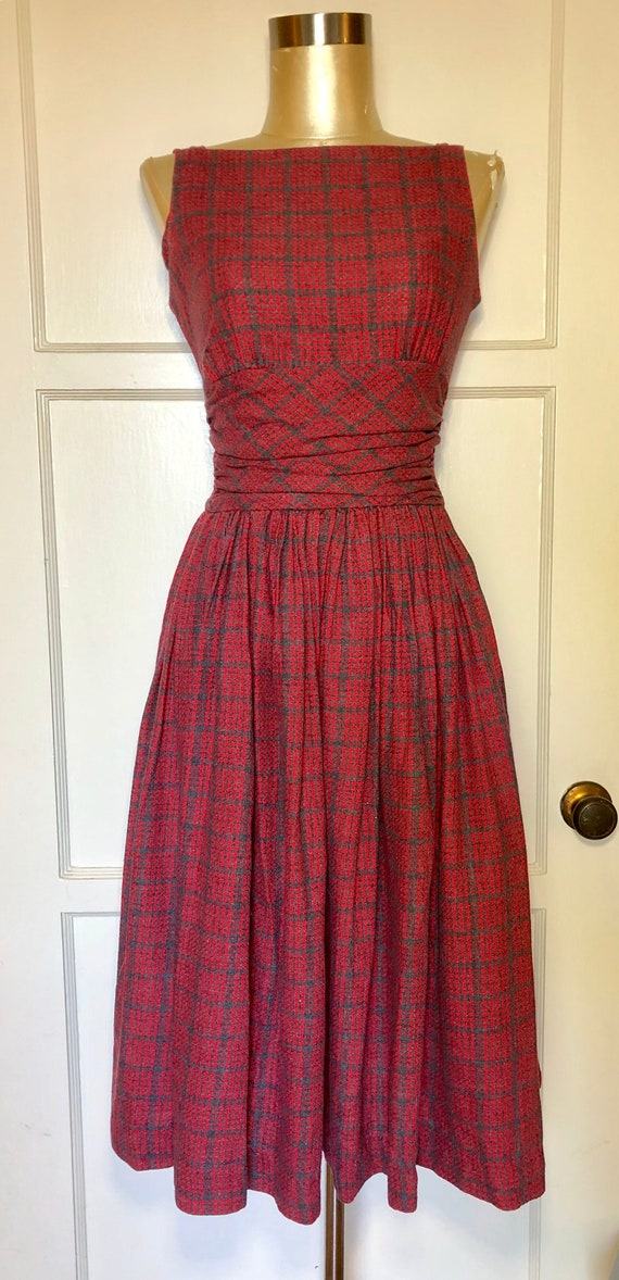 1950s Cotton houndstooth Grey and red print sun dr