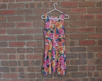 pretty FLORAL patterned summer dress