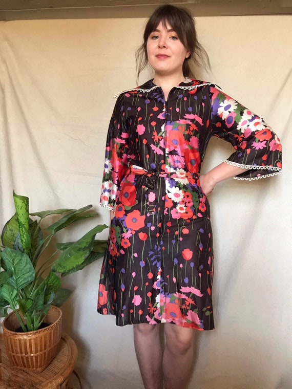 Vintage 1960s/70s Bright Floral Collared Zip Dress