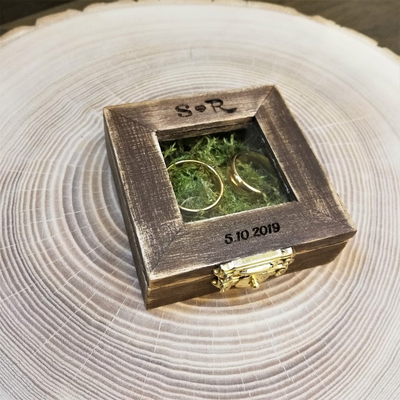 Personalized Wedding Ring Box with glassRing Bearer BoxRing Holderrustic ring boxRing Bearer Pillow  brown ring box with moss