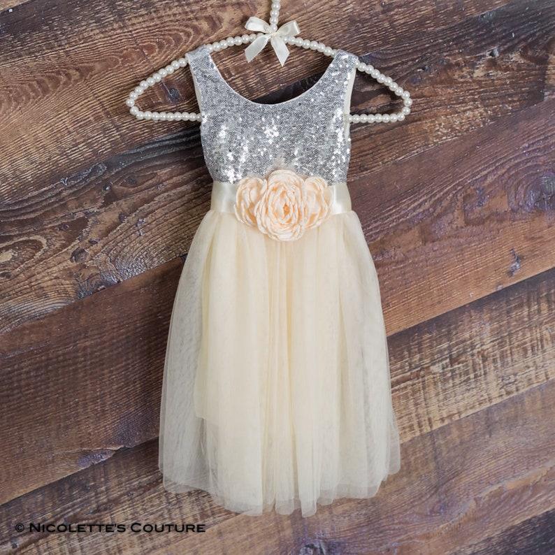 1eee716ddb1f0 Robe de fille de fleur crème argent Sequin haut étage